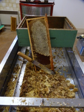 Honey frame : uncapping